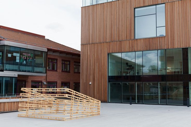 the Continuing Studies of Space. > Sculpture: pine wood, 400x400x190cm Exhibited at Bildmuseet Umeå, Sweden