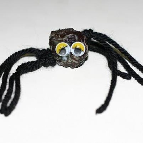 Declutterbug crafts: Cute spiders