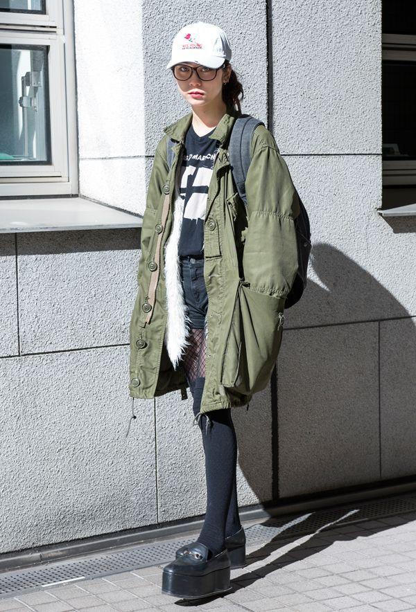 【キャンパス・パパラッチ DAILY】 この春夏注目の網タイツでスタイリングにスパイスを効かせて、装苑モデルのSUMIREちゃん http://soen.tokyo/paparazzi/daily/daily349/