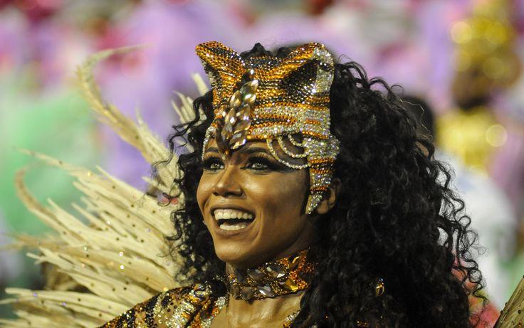 Evelynn Basto animada no desfile de