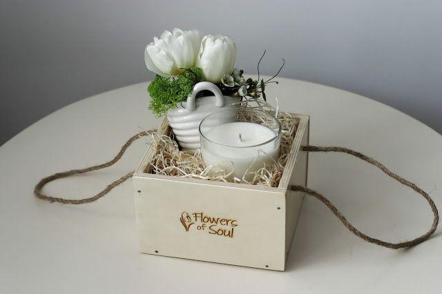 Flowers of Soul: Cutie din lemn cu mini aranjament floral si lumanare din ceara de soia