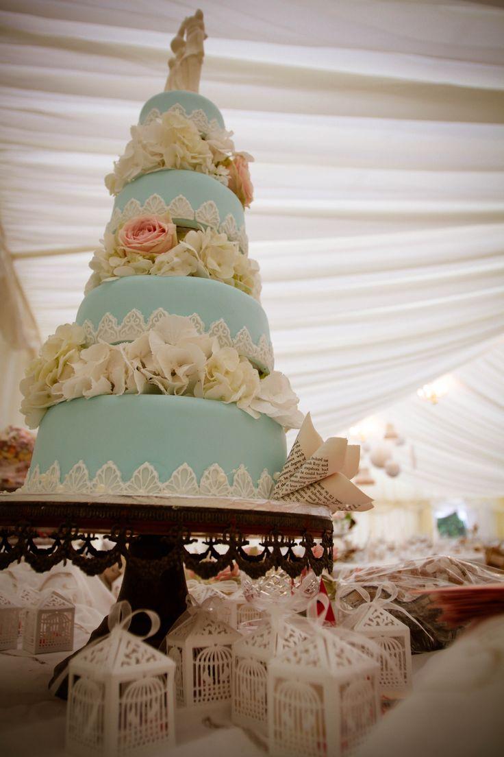 #wedding Blue Wedding Cake Photography by Ana Bohane https://www.facebook.com/abweddings Wedding Planner/Decoration Sophie Lopez