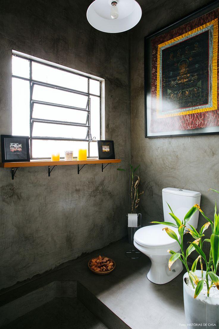 Lavabo tem piso e paredes revestidos com cimento queimado.