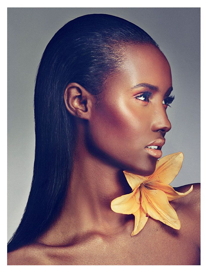 Free Fall – Arise's latest issue proves that flowers are not just for the spring-summer season anymore with Itaysha Jordan's high gloss beauty story. Featuring Fatima Siad, the images pair bold lips by makeup artist Paul Innis and sleek hair by Dante Blandshaw for a stunning effect.