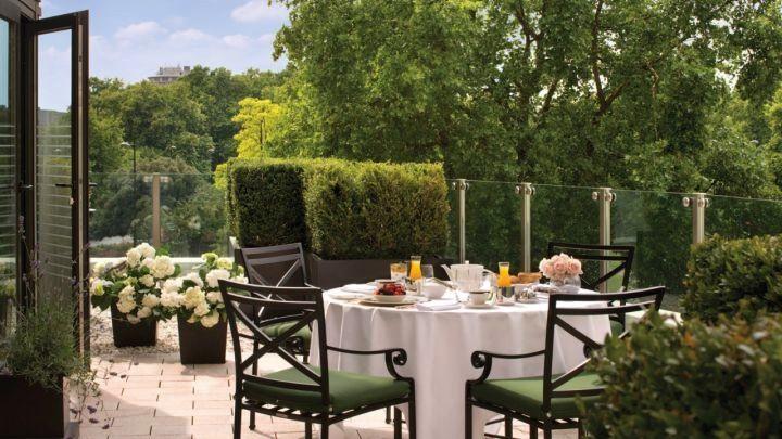 Four Seasons Park Lane Garden Suite  http://www.bonvivant.co.uk/blog/2013/11/08/london-hotel-suites/