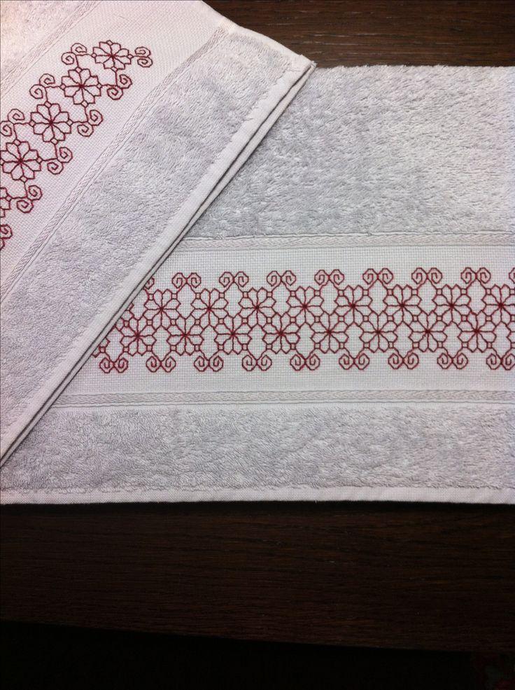 Una mia creazione: asciugamani in spugna con ricamo a punto madama (o Caterina de' Medici)