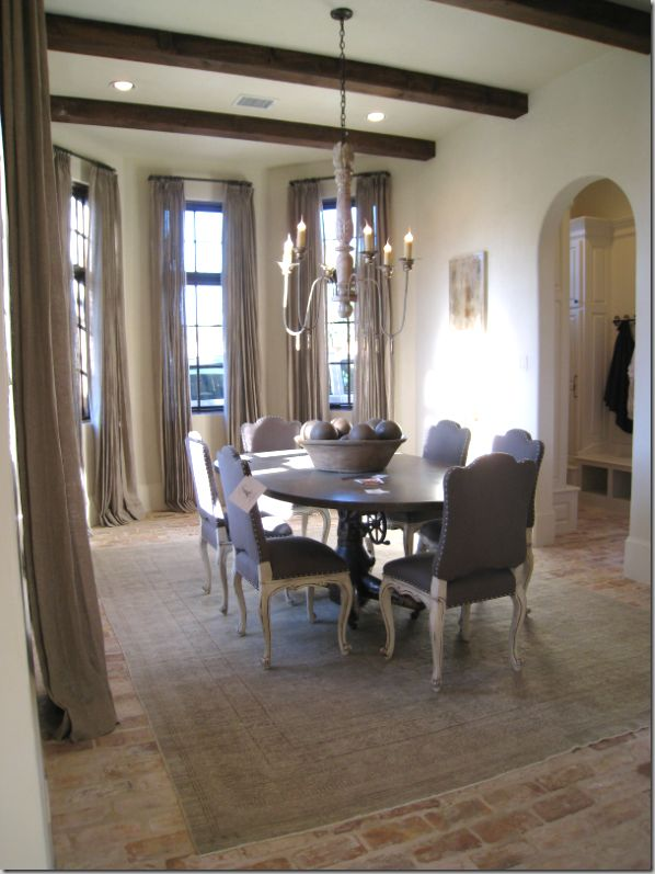 french country diningroom.  the high ceilings, chandelier, draperies, beams........swoon.