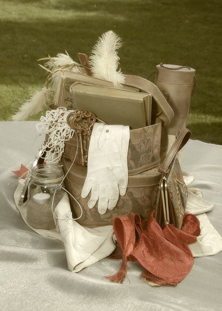 Purses and feathers and pearls? MMM yes. | Forever Vintage: Vintage Centerpieces
