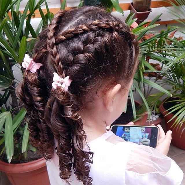 Duas tranças embutidas com trança simples cruzada #bomdia #penteadoinfantil #toddlerhairstyles #toddlerhairstyle #toddlerhairideas #toddlerhair #dutchbraids #dutchbraidstyle #trança #peinado #peinadoparaniñas #irmasdobarulho #penteadosparameninas #trançainfantil