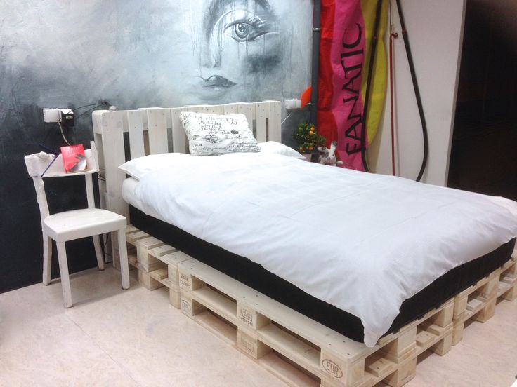 1000 bilder zu palettenbett auf pinterest deko. Black Bedroom Furniture Sets. Home Design Ideas