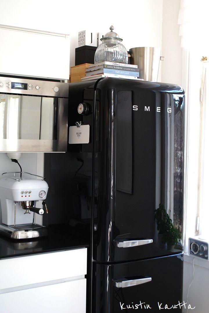 black smeg. my dream fridge is a smeg ❥