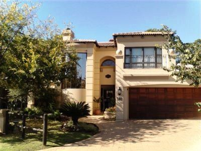 This beautiful immaculate home is located in a lovely quiet cul-de-sac within Westlake Country and Safari Estate.
