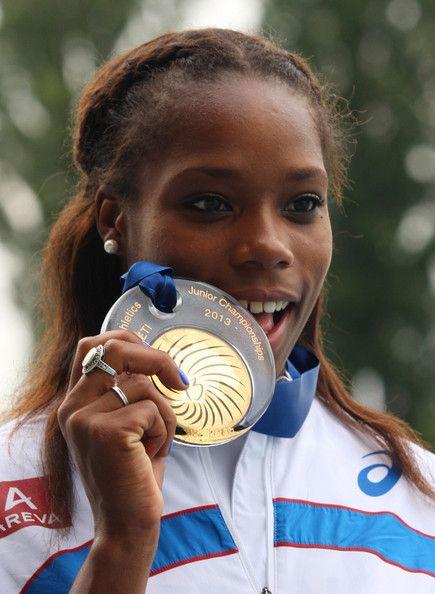 Médaille de Stella Akakpo aux Championnats du Monde junior en 2013 #benestarfrance #stellaakakpo #athletisme #sprint #championnatdumonde www.benestar-france.fr