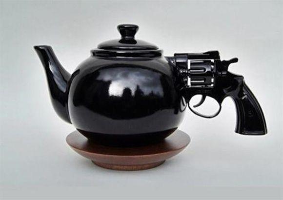 Gun Teapot. Goes with my gun mug. http://pinterest.com/pin/5629568254286891/