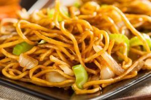 Cómo hacer tallarines chinos con pollo