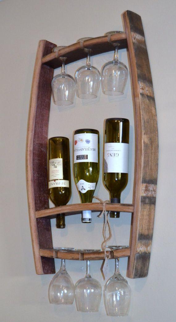 SALE SALE SALE ursprünglich preislich @$ 119,99  Dieses beeindruckende Stück wurde aus recycelten Napa Valley Wein Fässer gefertigt. Es wird 3 Flaschen Wein zusammen mit sechs Gläser Wein halten. Die Eiche Wein Stäbe wurden geschliffen und behandelt werden, um Platz für den innen-oder Außenbereich.   Fühlen Sie sich gut über das Geschäft mit der WEINIG Jungs, neu zu erfinden, was wir können, um unsere Umwelt zu helfen.  Alle WEINIG Jungs-Produkte sind aus recyceltem Weinfässer erstellt. Da…
