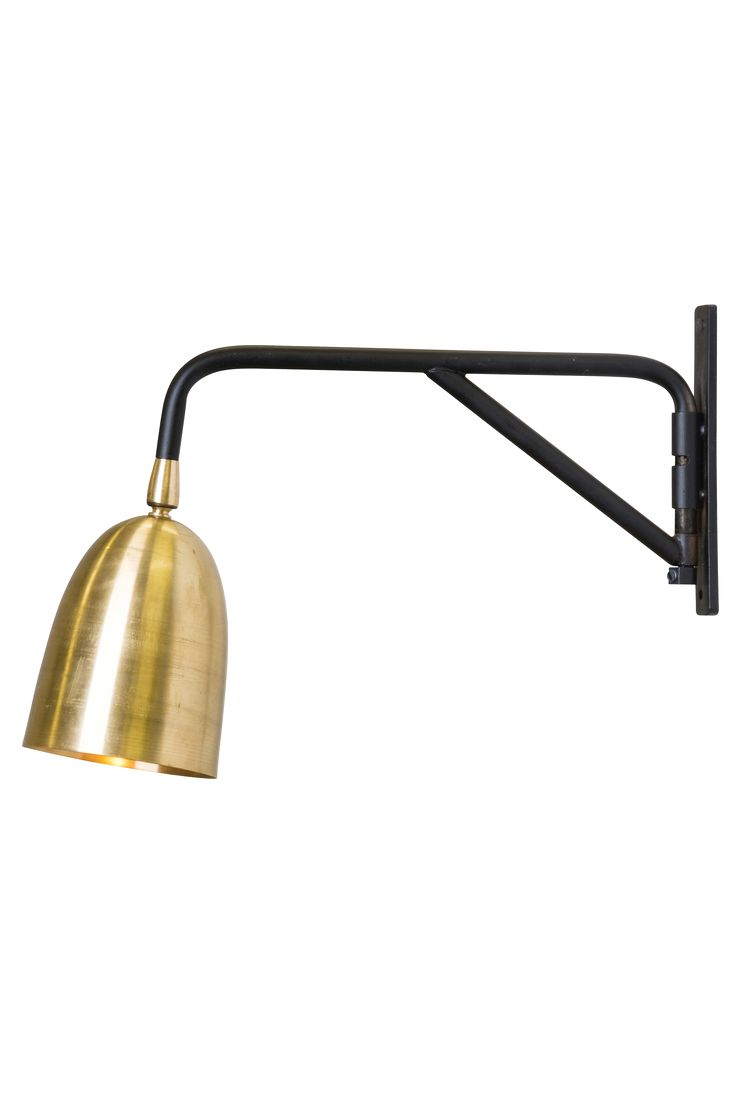 Veronicaserien påminner om 50-talet. Lampskärmen är gjord av borstad mässing. Finns även som bordslampa. Båda har GU10-fäste. GU10-ljuskällor finns i både LED eller halogen. Max watt 18. GU10. Höjd 25. Svart textilkabel med strömbrytare