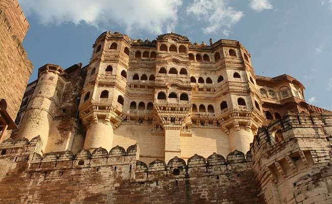 Visit #Bikaner founded in 1488 by #RaoBika the son of Rathore Rajput Ruler #RaoJodha who founded #Jodhpur.