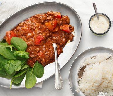 Asiatiska smaker med en fläkt från orienten. Den här grytan blir en smakrik vardagsmiddag som du lagar till på en halvtimme. Blir det något över har du lunchlådan klar till nästa dag.