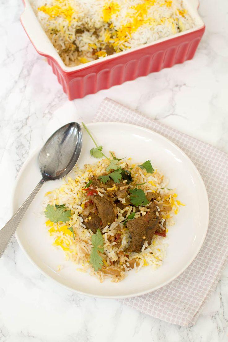 Recept voor heerlijke Indiase biryani met rundvlees. Een feestelijk gerecht van laagjes vlees en rijst, perfect vooraf te bereiden!