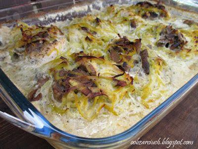 Soczysty filet z kurczaka nadziany pieczarkami i zapieczony w sosie porowym. Smaczne i bardzo proste w przygotowaniu danie obiadowe