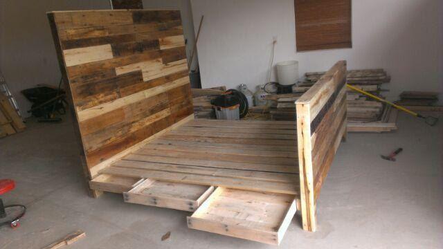 Reclaimed pallet wood king size headboard footboard and for Diy pallet headboard king