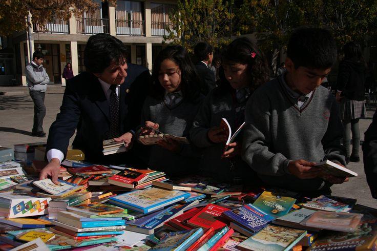 Más de 800 libros fueron donados por la Biblioteca del Congreso a Colegio de Chépica