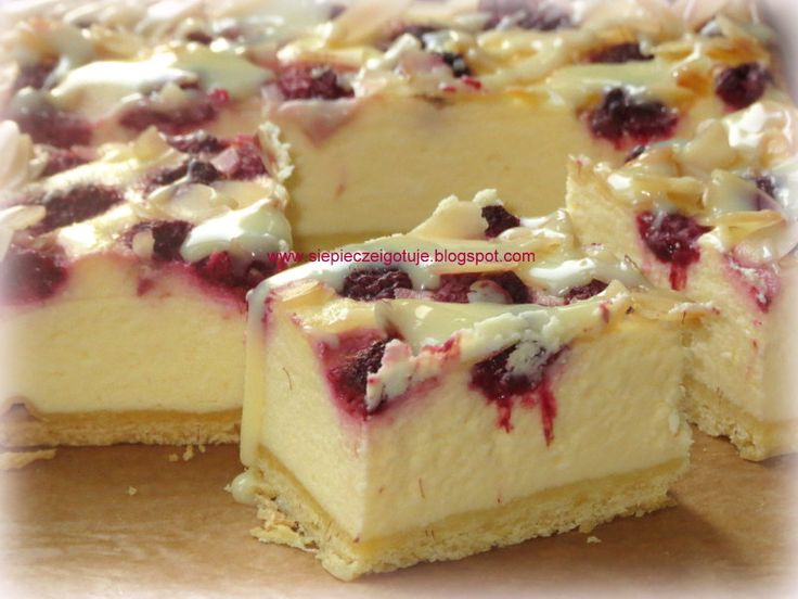 In my kitchen: Sernik lekko migdałowy z malinami