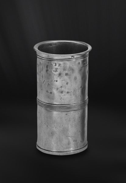 Pewter Measuring Beaker - Capacity: 20 cl - Diameter: 6 cm (2,4″) - Height: 10 cm (3,9″) - Food Safe Product - #pewter #measuring #beaker #peltro #misurino #zinn #messbecher #étain #etain #bécher #mesure #vase #peltre #tinn #олово #оловянный #drinkware #barware #tableware #dinnerware #table #accessories #decor #design #bottega #peltro #GT #italian #handmade #made #italy #artisans #craftsmanship #craftsman #primitive