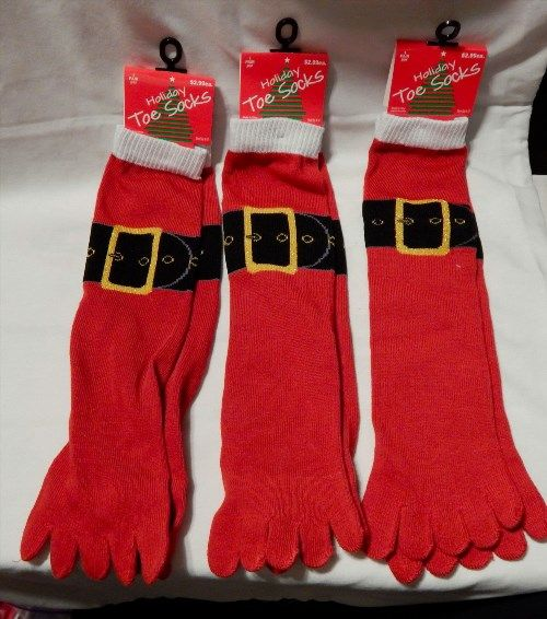 7.49$  Watch here - http://vilvb.justgood.pw/vig/item.php?t=hml7r313984 - Christmas Toe Socks Shoe Size 4 to 10 3pr Red White With Belt Design On It 30J