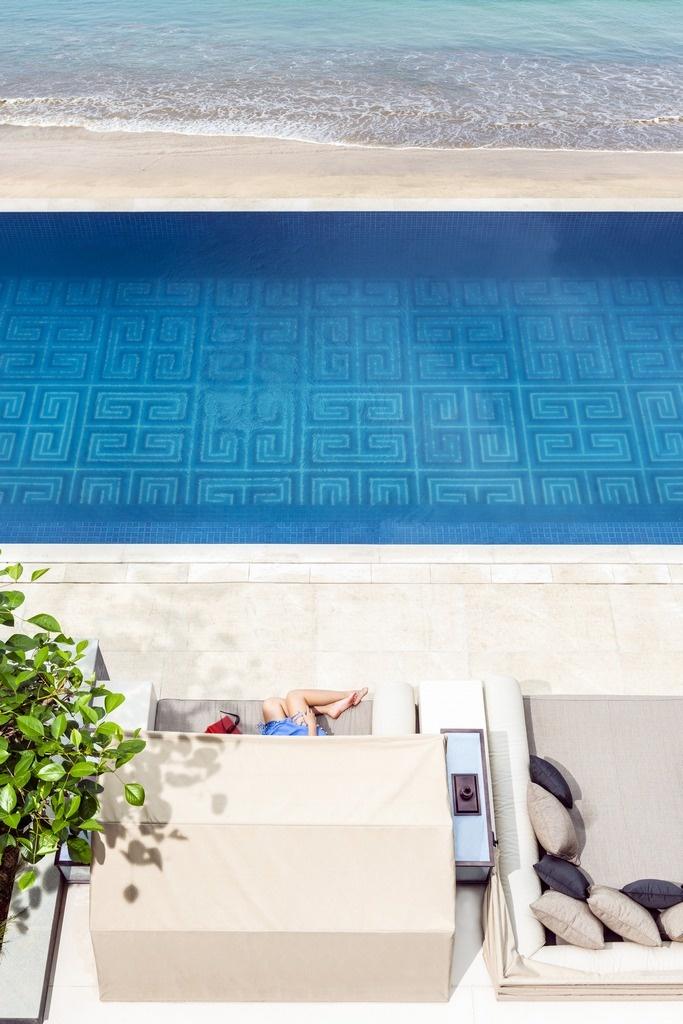 Day Bed & Infinity Edge at Sundara. Four Seasons Resort Bali at Jimbaran Bay