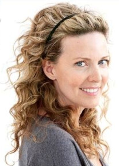 Wear your naturally curly hair and just add a headband! Voila! 1 minute hairstyle. #curly #hair #easy