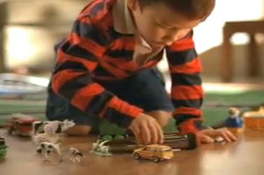 Minns ni denna reklamfilmen från IKEA som det blev sådant liv om? http://blish.se/d069fa3887 #ikea #reklamfilm #förbjudet #städning #förvaring