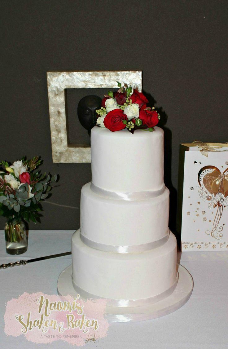 Wedding Cake, Elegant, Stunning, Simple, Cake, Wedding, Sunshine Coast, Gold Coast, Noosa Heads, Caboolture, Brisbane, Divine, Quality, Luxury, High End, Beautiful, Mud Cakes, Wedding Planner, Wedding Event, Bride, Groom, Gorgeous, Vintage, Rustic, Boho, Fresh Flowers, Flowers, Vegan cake, Vegan, Gluten free, Gluten free cake, Mt Tamborine