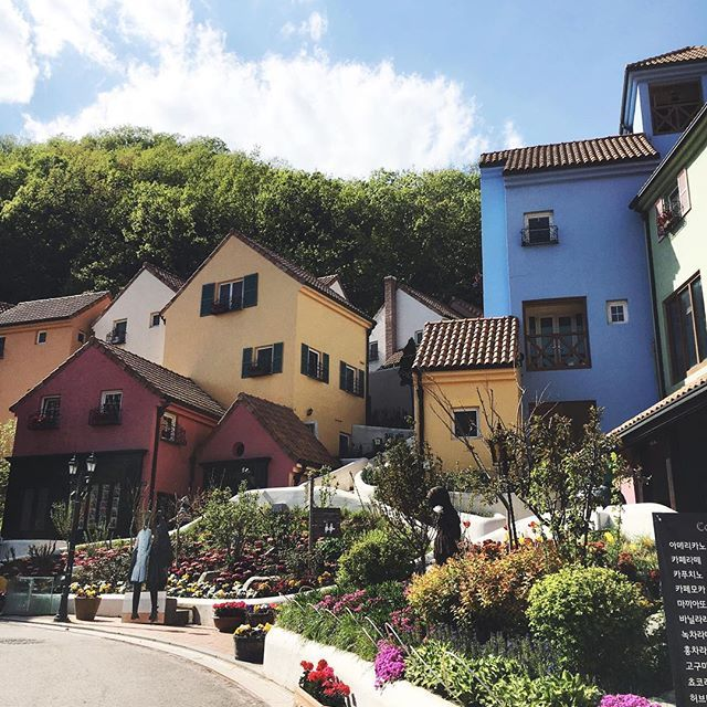 Le Petite France in Seoul is like a mix of Colmar and Strasbourg -- making it easy for any Francophile to think of the Little Prince, croissants, and fantastic coffee.