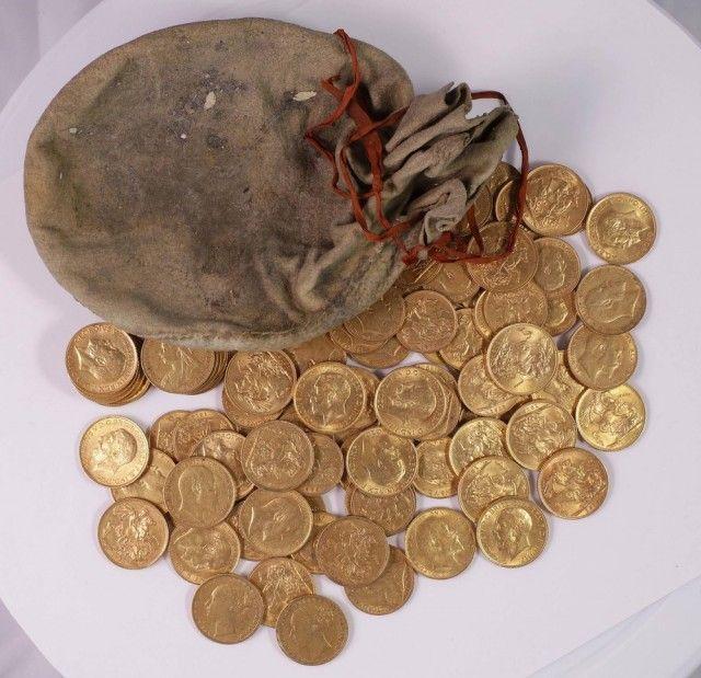 Moedas de ouro dos séculos 19 e 20 são encontradas escondidas em piano na Inglaterra