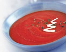 Suppe med rødpeber og stegte tomater - Opskrift