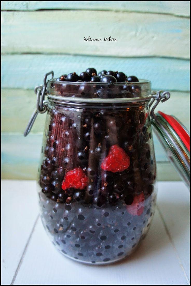 Delicious Titbits: Nalewka z czarnych porzeczek i 3 malin :)