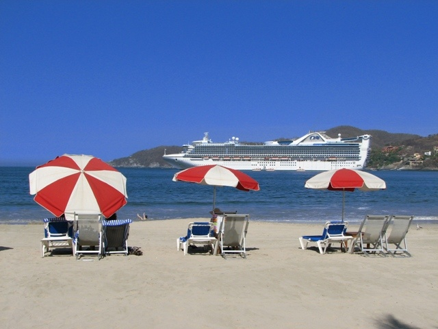 View of the cruise ship from La Ropa Beach
