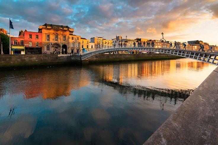 島国であるアイルランドには、今も古代文明の遺跡が多く残っていて歴史を感じることができる場所。それと同時に、心癒されるのどかな風景もたくさんある美しい国です。今回はヨーロッパの果てに位置する北国、アイルランドの魅力をお届けできればと思います。  アイルランド アイディア・マガジン「wondertrip」