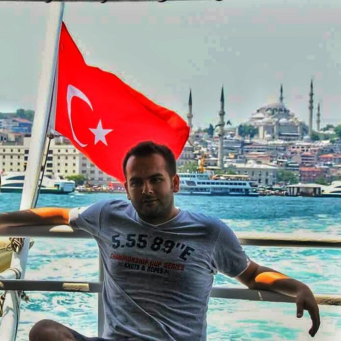 Istanbul'da guzel Bir gunden kalma kare.. #istanbul#istanbuldayasam #turkey#turkei#bayrak#flag#camii #cami#mosque #eminönü #sea#bosphorus #me#instalike #ayyildiz #turkinstagram #instaturkey #turkishairlines #lovefromturkey #summer#visit#vacation #afew_photos #blue#ig_today #gezi#tour#photooftheday