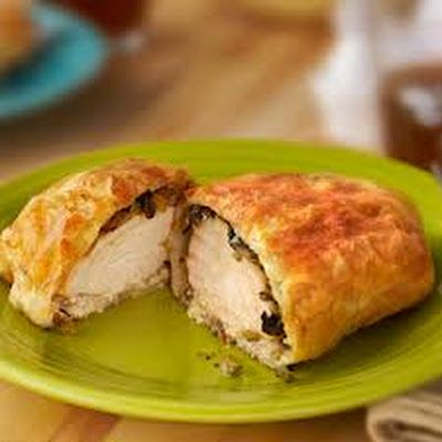 Chicken Wellington (Puff Pastry-Wrapped Chicken) @keyingredient #cheese #chicken #delicious