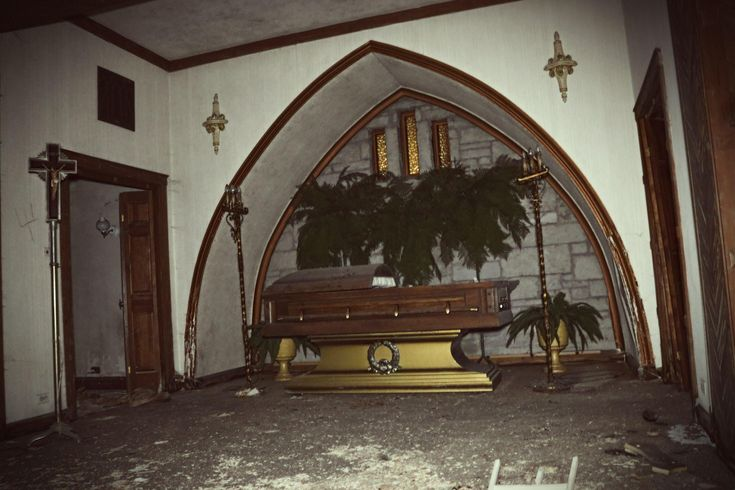 Abandoned Funeral Home [3984 x 2656] [OC] Abandoned