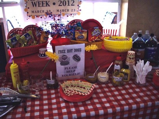 Throw a Hot Dog Party! #party - very #summer and very fourth of July. #RAevents