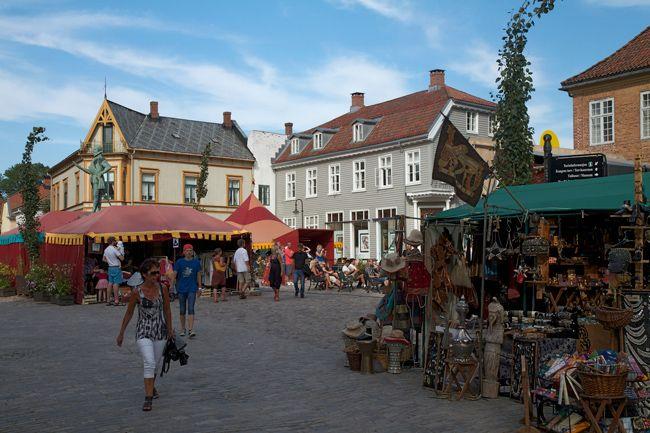 Moon Festival in Fredrikstad, Norway http://www.travelwithallsenses.com/moon-festival-fredrikstad/
