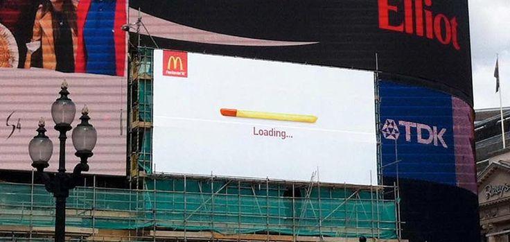 McDonald's s'amuse avec les derniers panneaux d'affichages classiques de Piccadilly Circus - Chargement de frite !