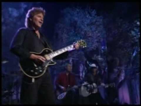 John fogerty - Bad Moon Rising live! - YouTube