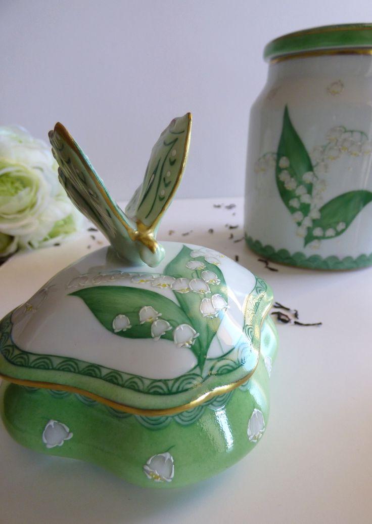 boite papillon en porcelaine fine de Limoges collection muguet . peinte à la main dorée à l'or fin