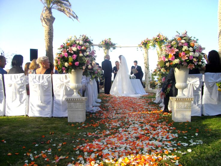 Wedding ceremony. #flowerdecoration #peach #greekstylewedding #weddingscrete #weddingdecoration #amirandeshotel