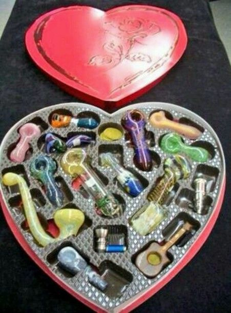 jewels marijuana weed 420 heart peace mary jane pipes herb valentines day pipe love Cannabis Marijuana Weed